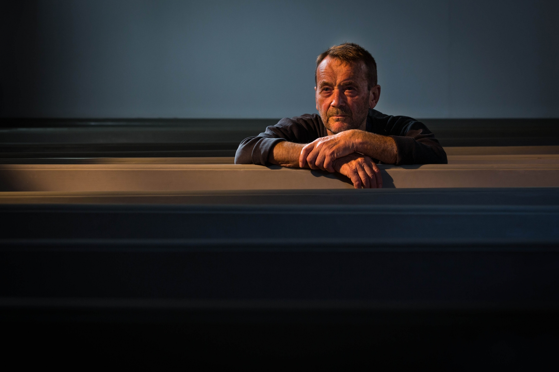 © Steffen Jensen | Kunstner kirketjener ulandsaktivist og meget andet Hans Kjær i Rudkøbing Kirke.