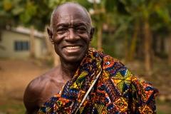 Foto: Steffen Jensen | Han var egentlig på vej til begravelse. Yaw Seth i landsbyen Nnudu i Ghana.