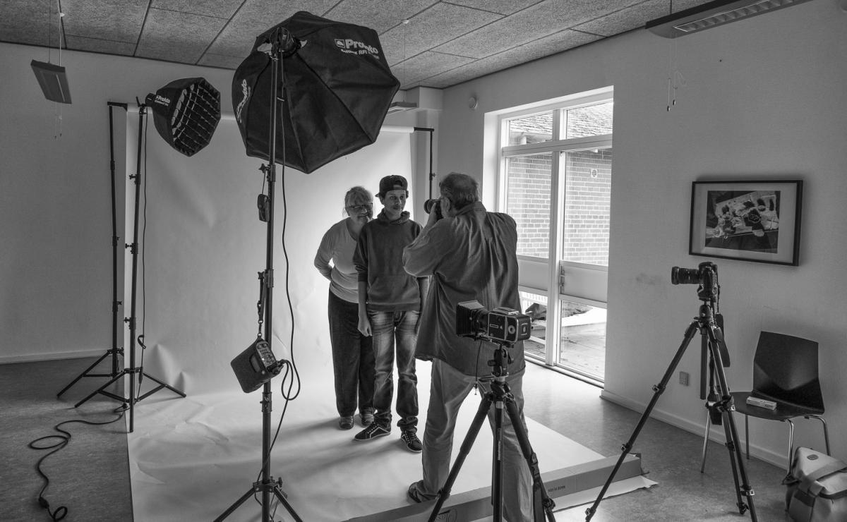 Foto: Steffen Jensen | Mit improviserede fotostudie hvor jeg lavede mere traditionelle portrætter af flygtninge og langelændere med forbindelse til asylcentret.