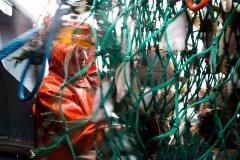 Foto: Steffen Jensen | Man behøver ikke at kunne se alle detaljer af den portrætterede synes jeg. Lasse under fisketogtet i Østersøen.