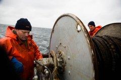 Foto: Steffen Jensen | Godt at der var autofokus på kameraet for jeg var godt og grundig søsyg da jeg skulle portrættere Ulrik Kølle Hansen og sønnen Mads på fisketogt.