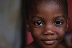Foto: Steffen Jensen | Min nabos lille søn i landsbyen Nnudu i Ghana hvor jeg boede i 10 dage under et fotoptojekt.
